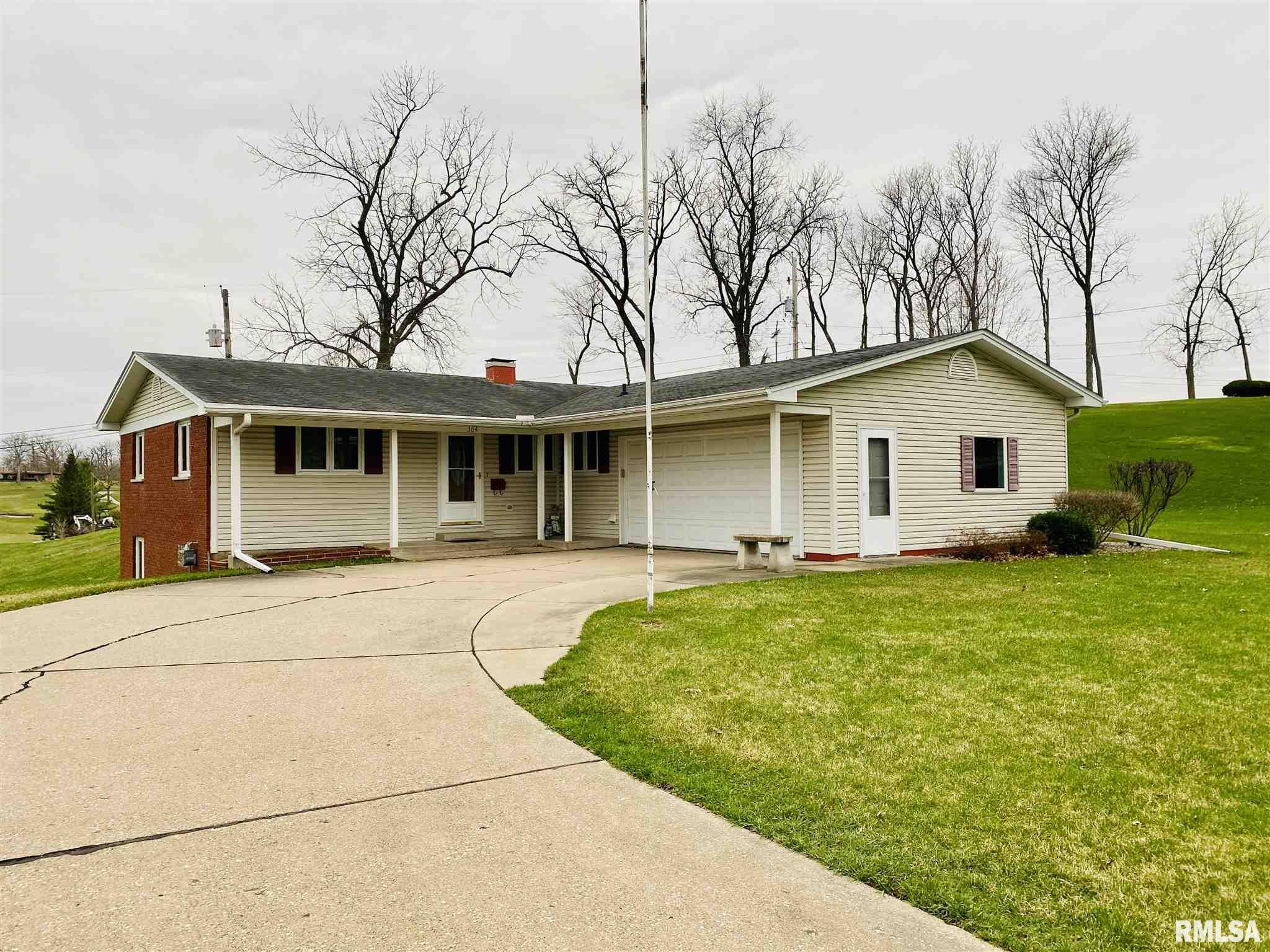 304 Oakview Terrace Property Photo - Aledo, IL real estate listing