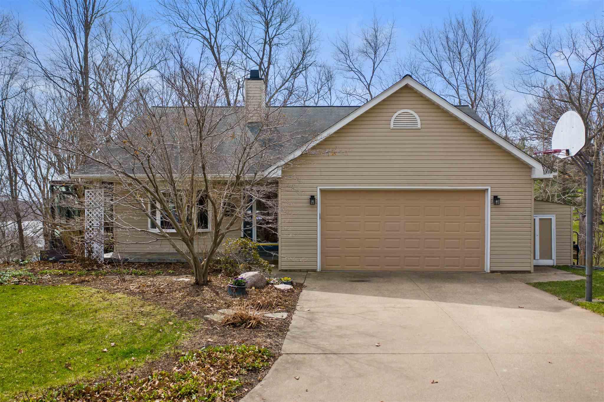 28205 221ST Property Photo - Le Claire, IA real estate listing