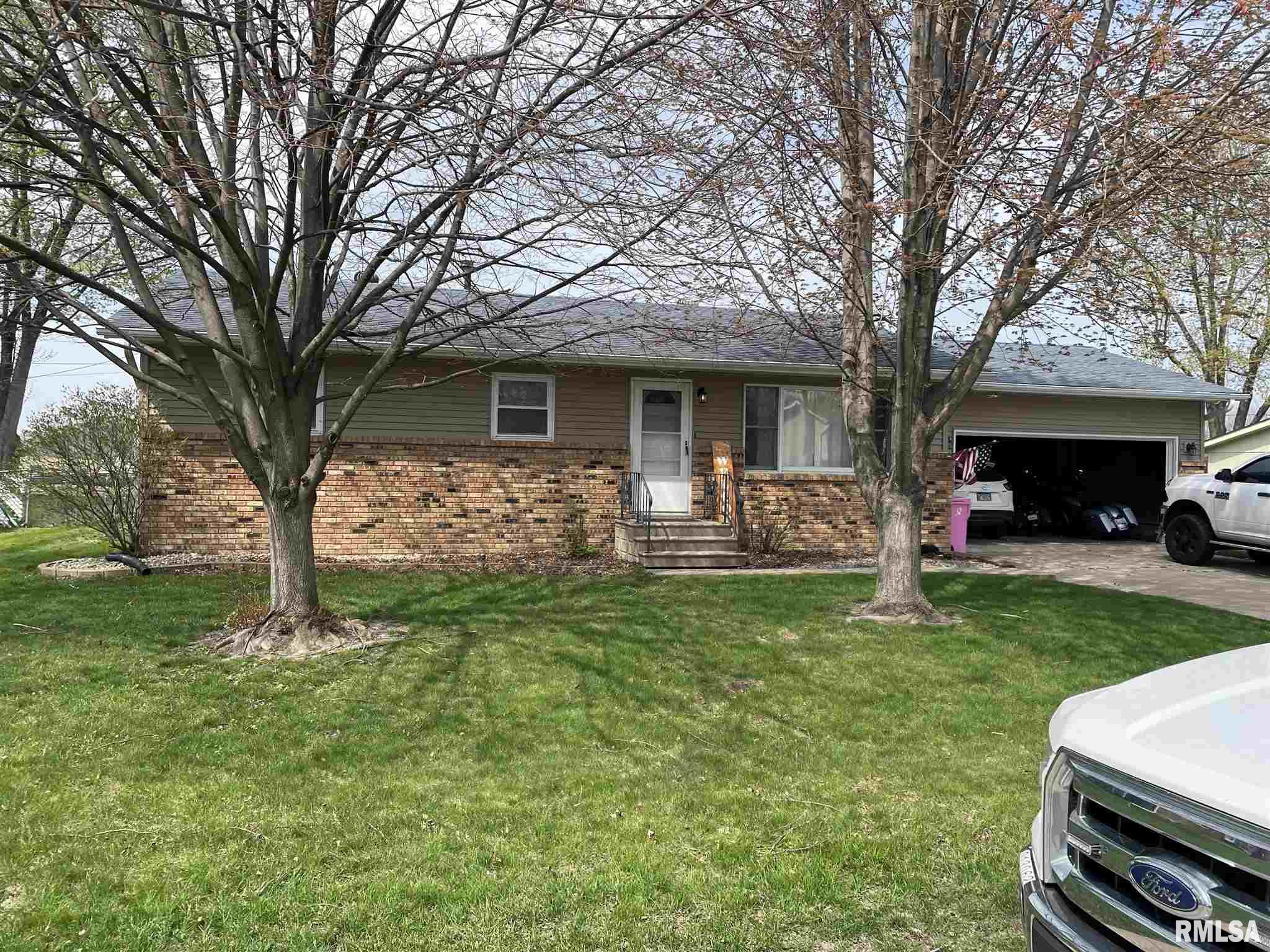 469 WILSHIRE Property Photo - Colona, IL real estate listing