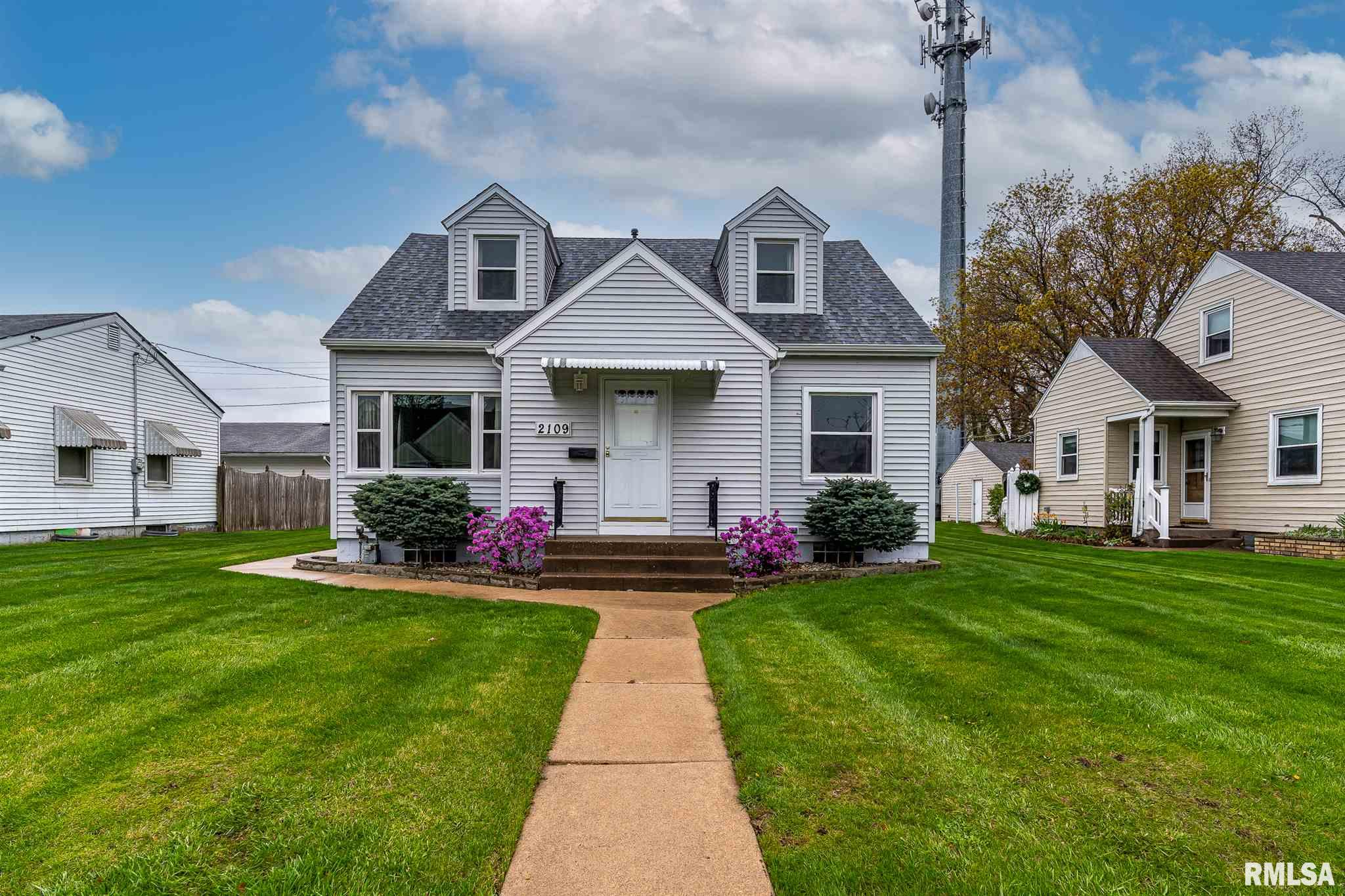 2109 CENTRAL Property Photo - Bettendorf, IA real estate listing