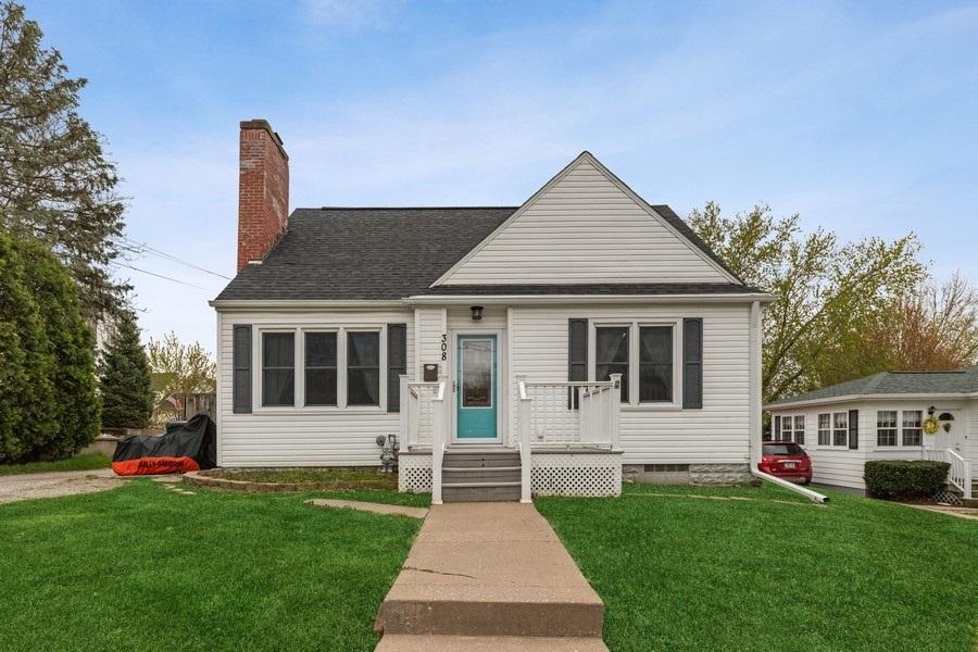 308 BURNSIDE Property Photo - Muscatine, IA real estate listing
