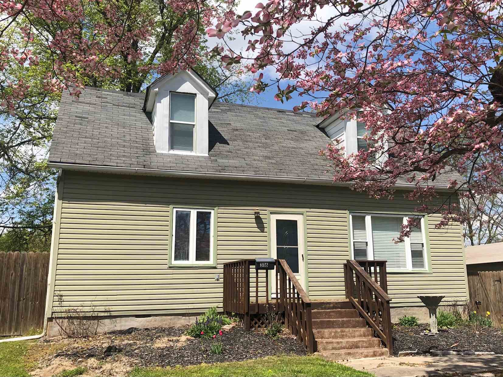 316 E North Street Property Photo 1