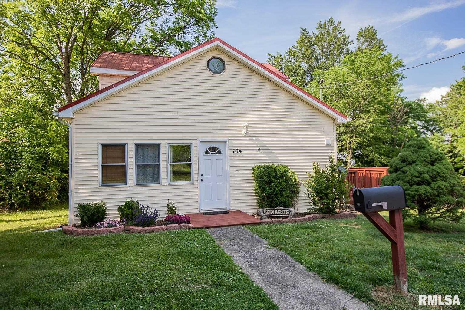 704 Pear Street Property Photo 1