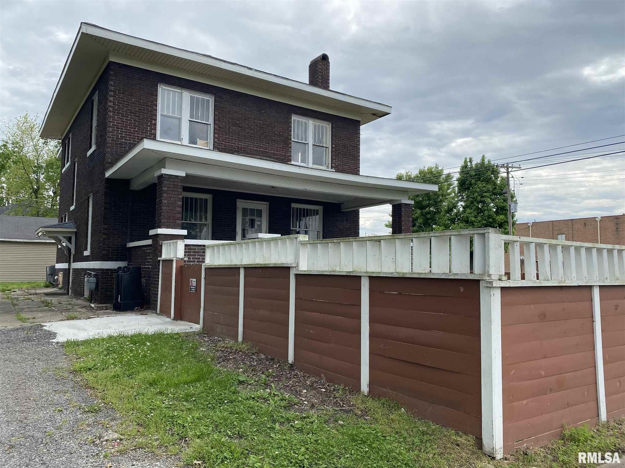 802 E Poplar Street Property Photo 1