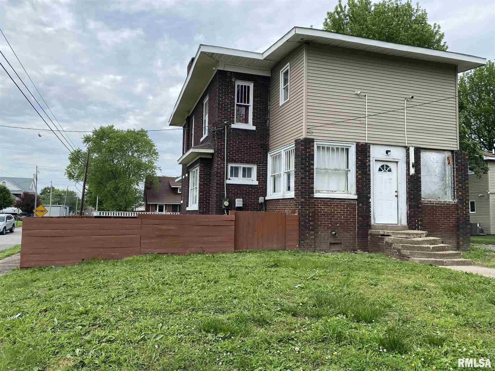 802 E Poplar Street Property Photo 2