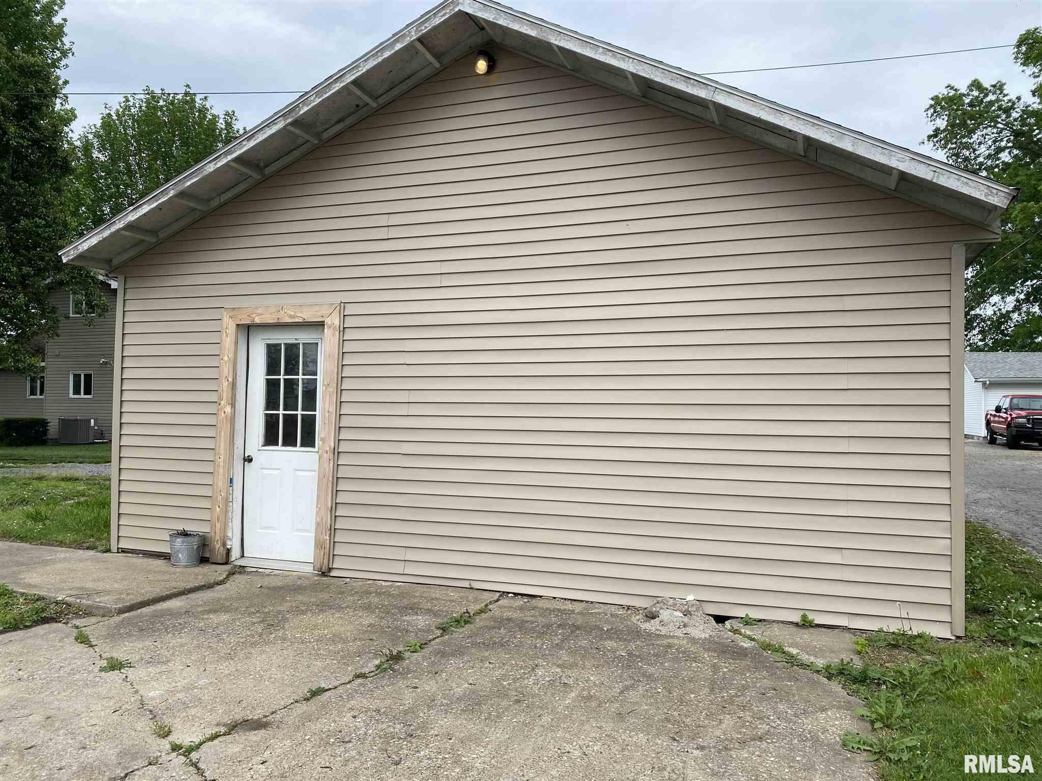 802 E Poplar Street Property Photo 3