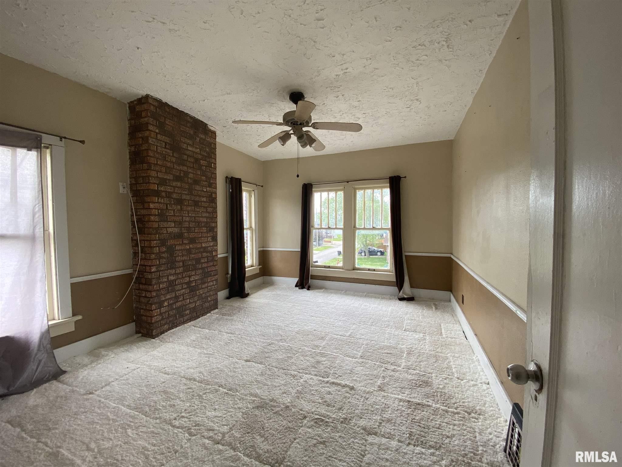 802 E Poplar Street Property Photo 8
