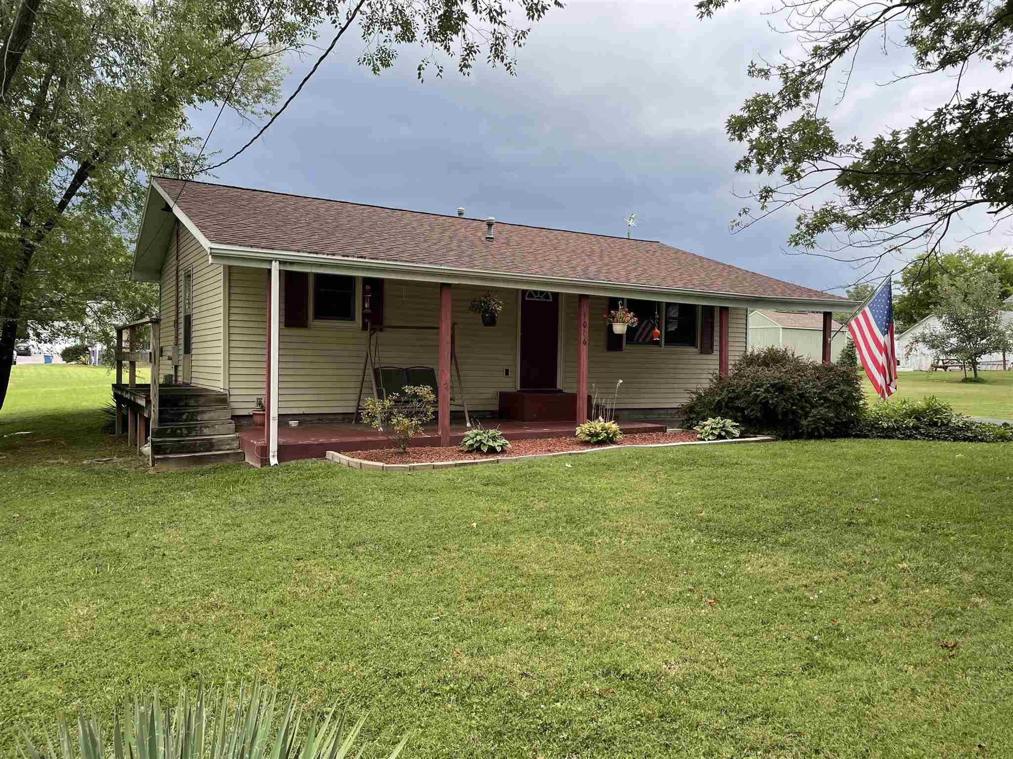1006 W 9th Street Property Photo 1