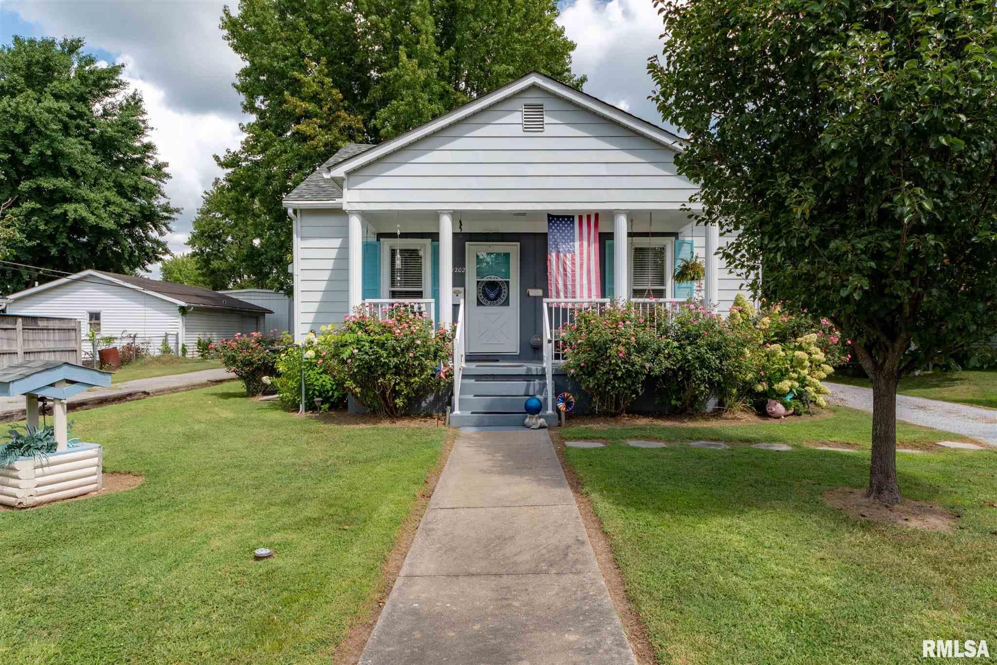 1202 E Parham Street Property Photo 1