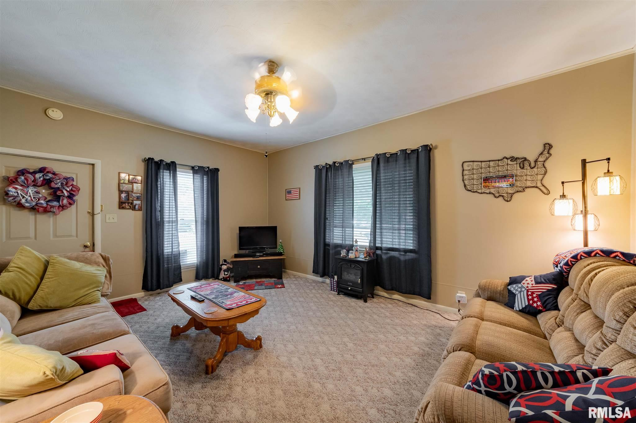 1202 E Parham Street Property Photo 6