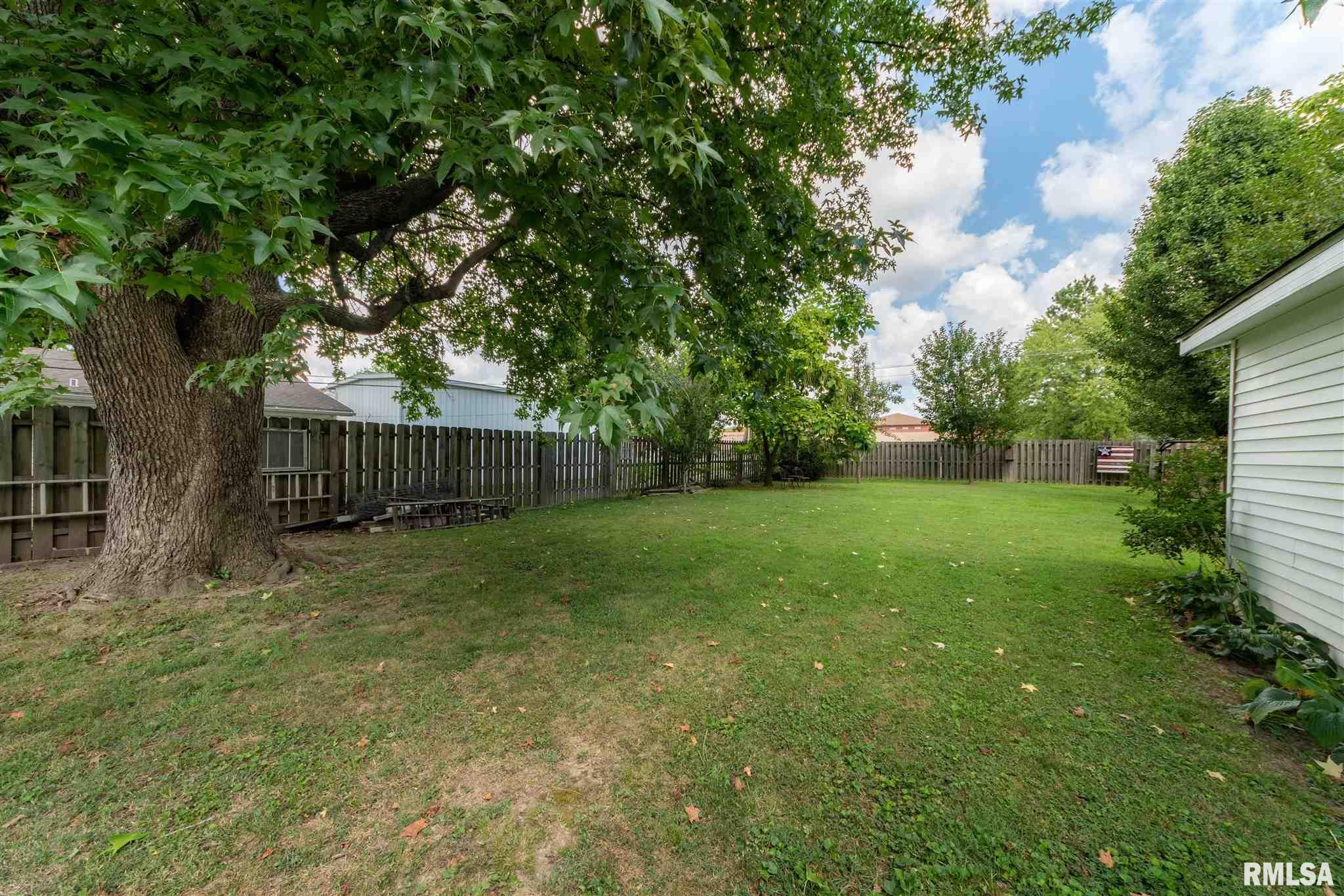 1202 E Parham Street Property Photo 22