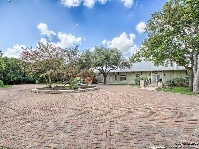 9385 N I 35 Property Photo 1