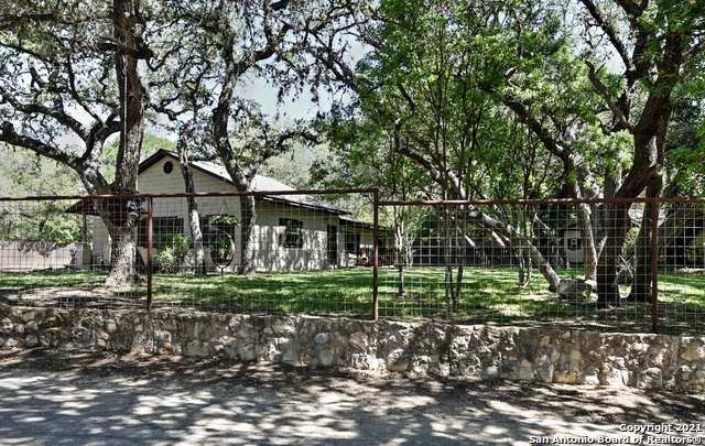 9807 Park Drive Property Photo 1