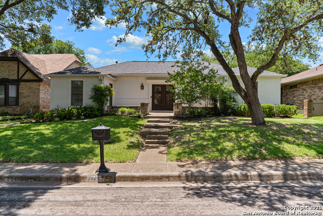 2806 Woodcrest Dr Property Photo 1