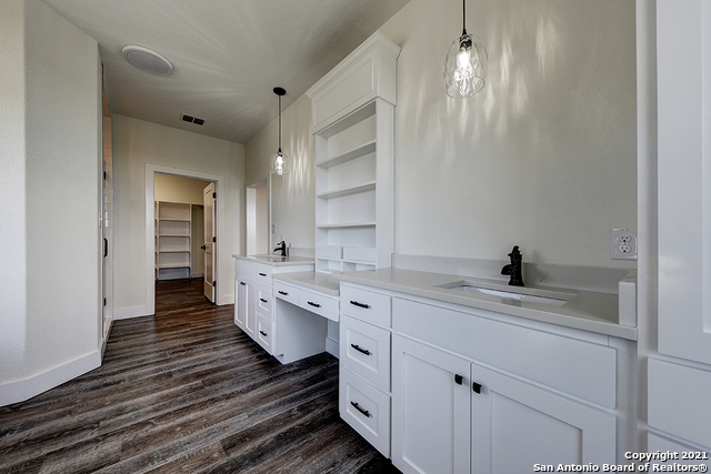 230 FLANDERS Property Picture 13