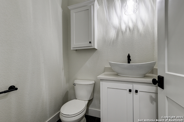 230 FLANDERS Property Picture 15