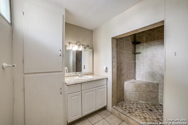 203 Altgelt Ave Property Photo 16