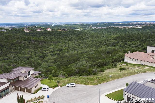 7010 BELLA CROWN Property Photo 1