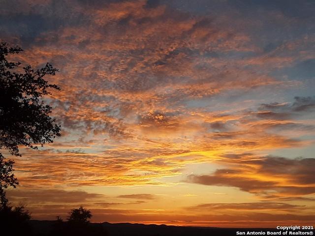 579 Oak View Dr Property Photo 1
