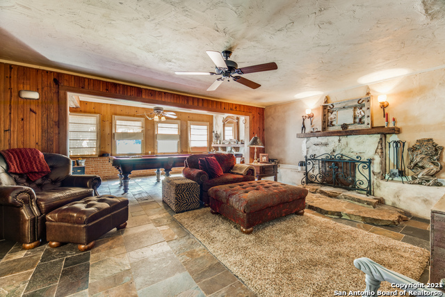 8570 River Road Property Photo 10
