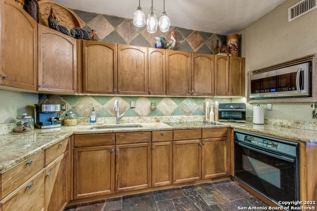 8570 River Road Property Photo 11