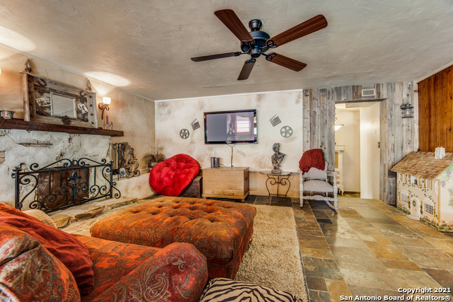 8570 River Road Property Photo 12