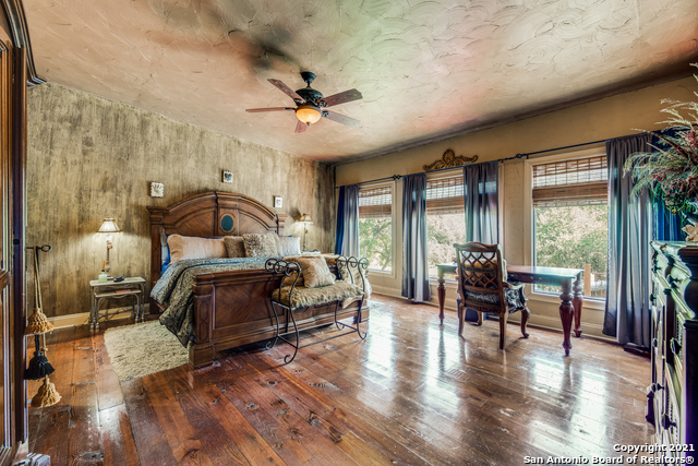 8570 River Road Property Photo 14