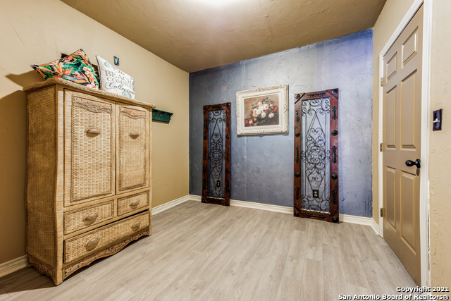 8570 River Road Property Photo 24