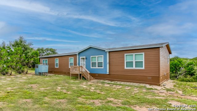 1037 Hill Country Dr Property Photo 1