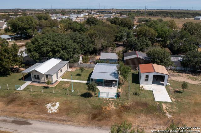 301 E Huebinger St Property Photo 1