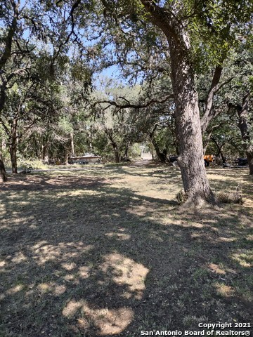 1526 State Highway 173 S Property Photo 1