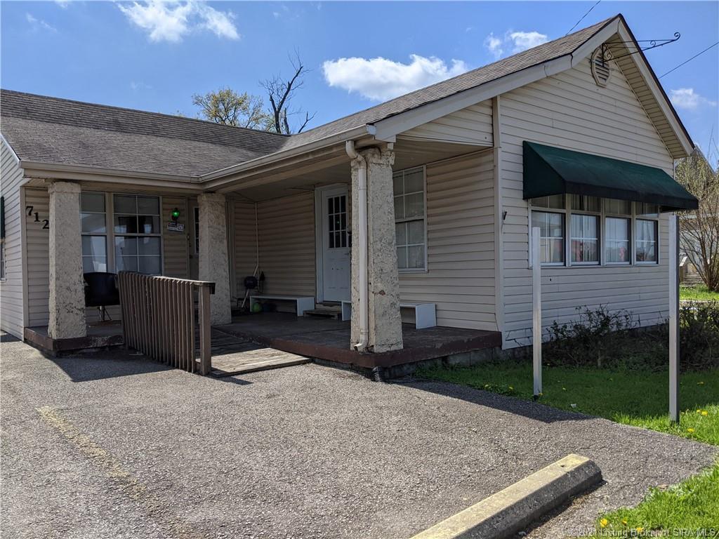 712-714-716 10th Street E Property Photo 1