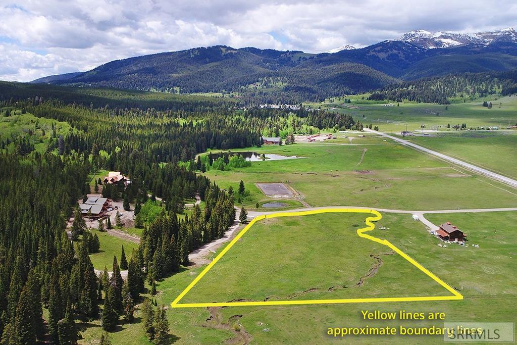 NNN Buttermilk Court Property Photo - WEST YELLOWSTONE, MT real estate listing