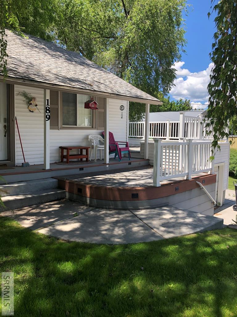 189 S 1st Ave Property Photo