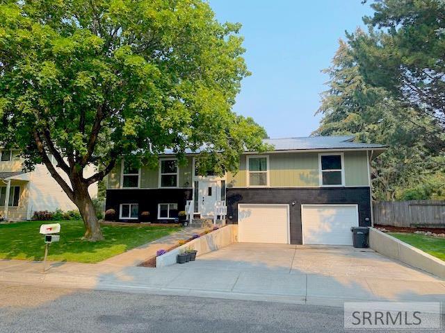 2445 Oak Trail Drive Property Photo - IDAHO FALLS, ID real estate listing
