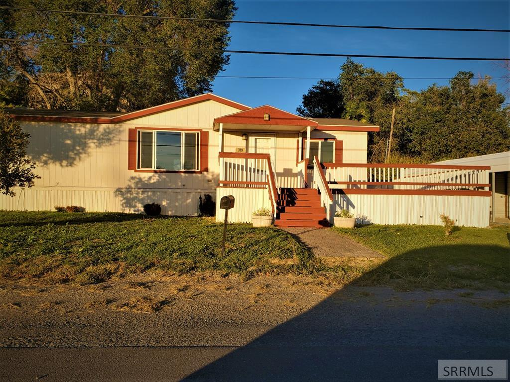 319 N East Street Property Photo - ARCO, ID real estate listing