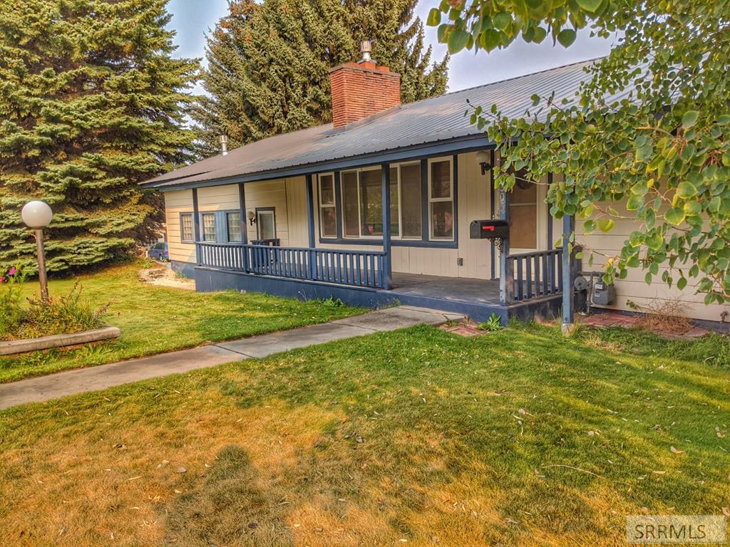 305 E 3rd S Property Photo