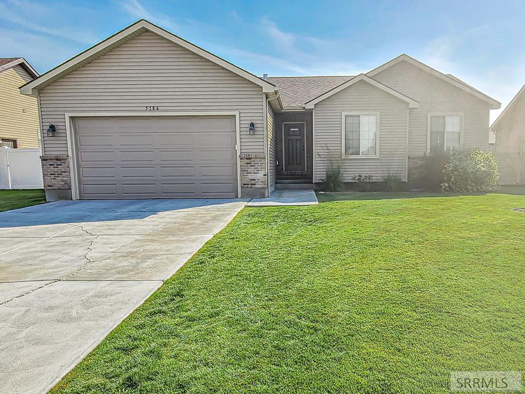 5186 Ryanne Way Property Photo - IONA, ID real estate listing