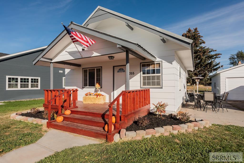 355 E Elm Street Property Photo - SHELLEY, ID real estate listing