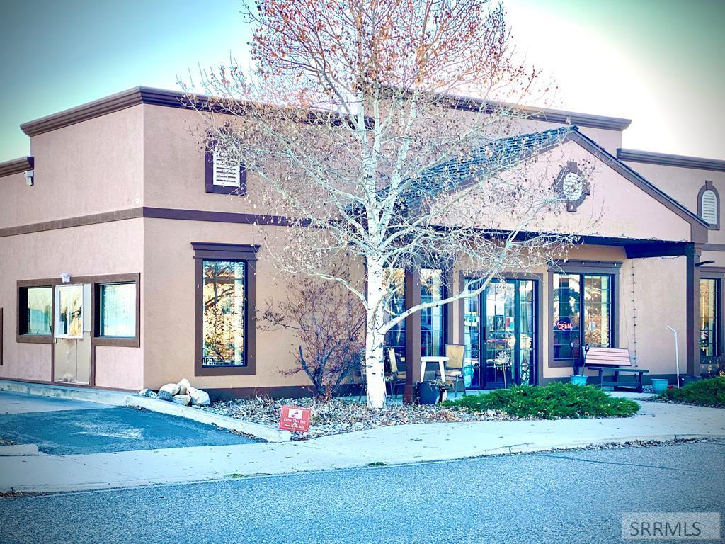 227 W Main Street Property Photo