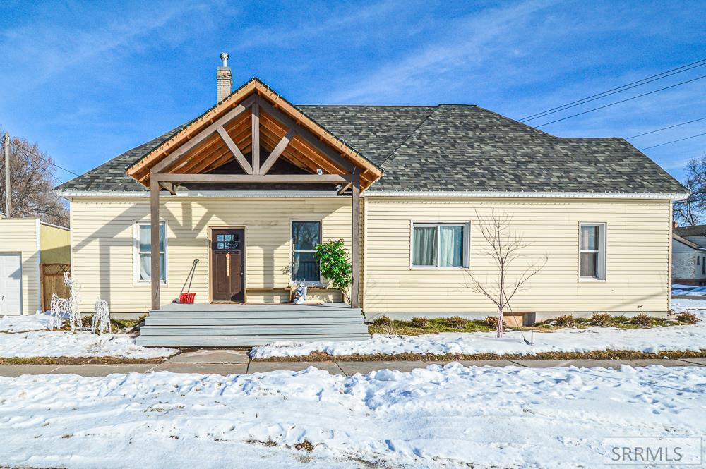 595 Maple Street Property Photo
