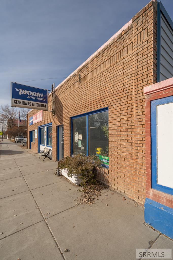 218 W Grand Avenue Property Photo