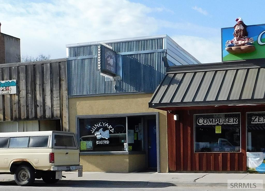 405 Main Street Property Photo