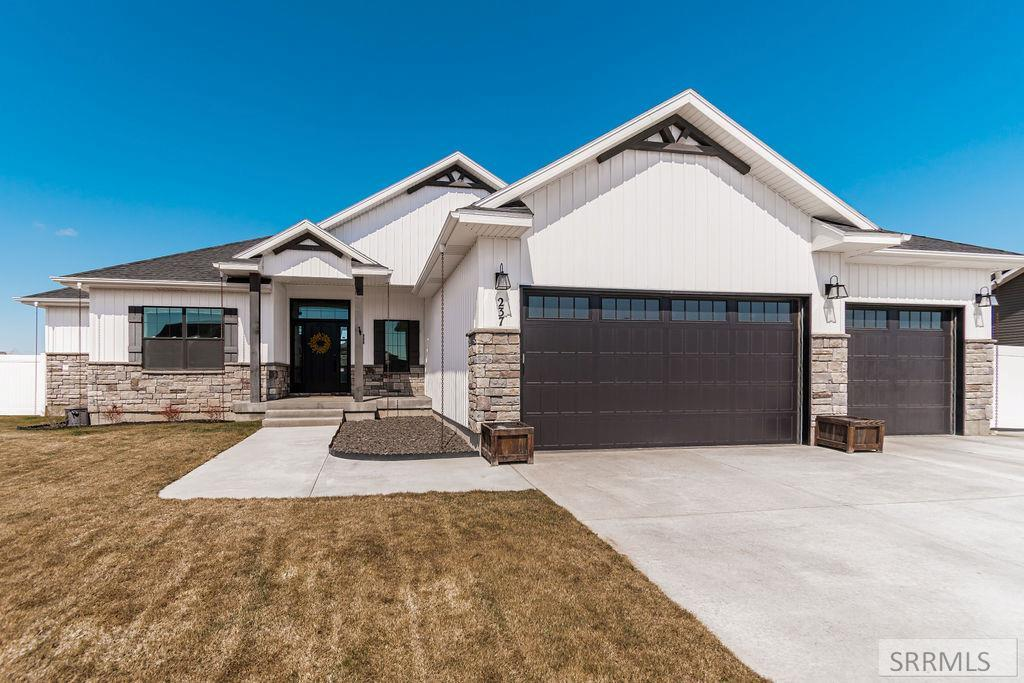 237 Casa Drive Property Photo - IDAHO FALLS, ID real estate listing