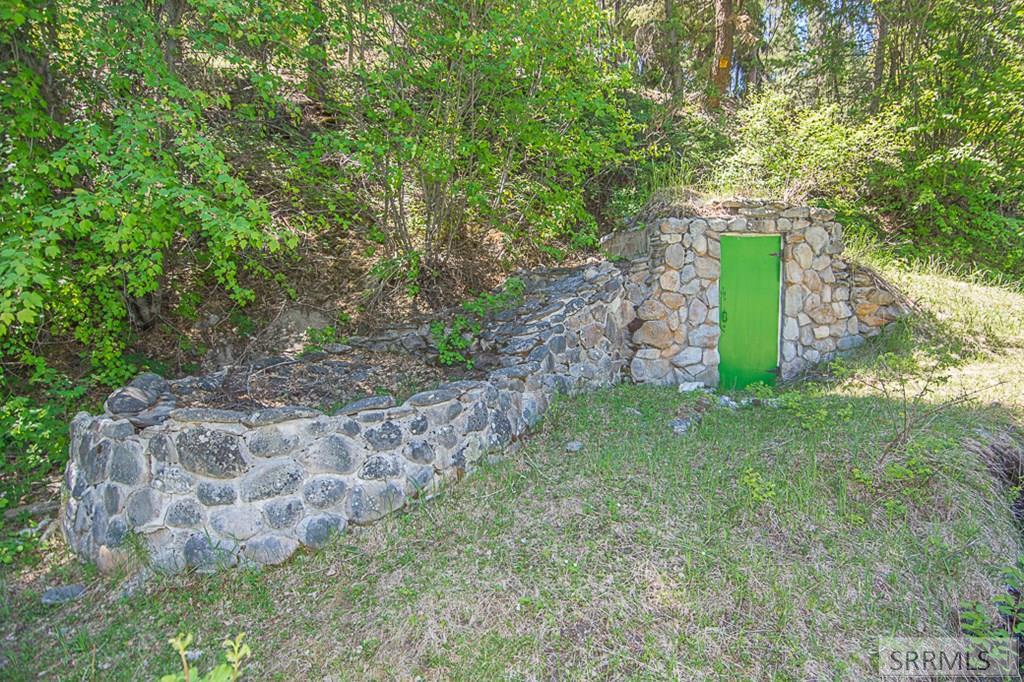 402 Hughes Creek Road Property Photo 8