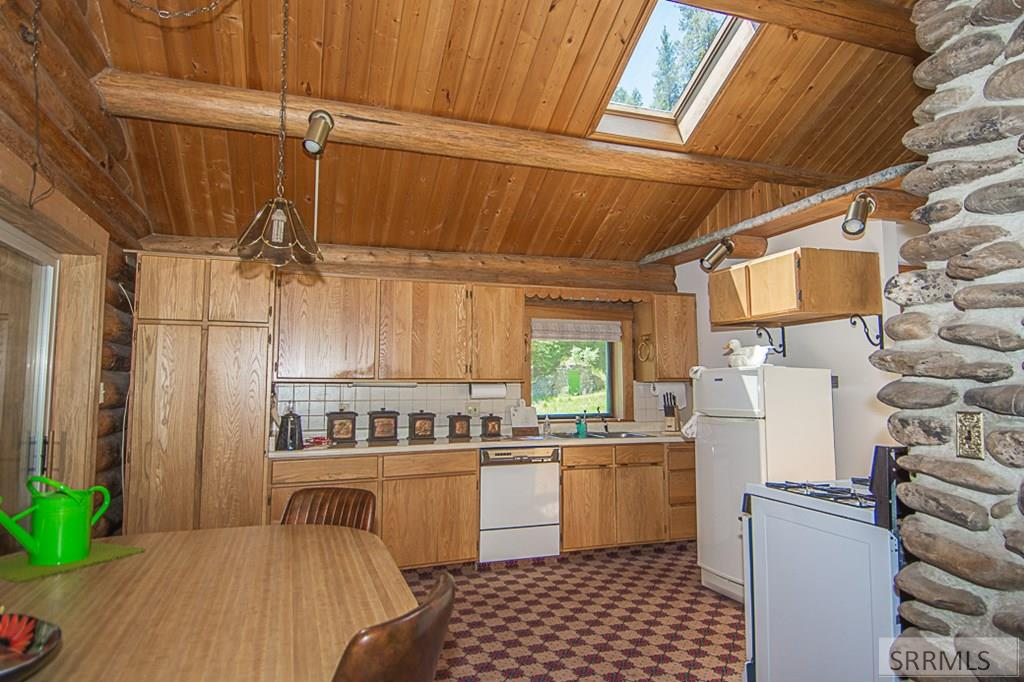 402 Hughes Creek Road Property Photo 20
