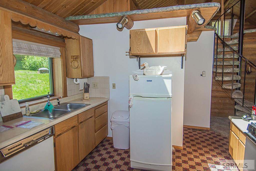 402 Hughes Creek Road Property Photo 22