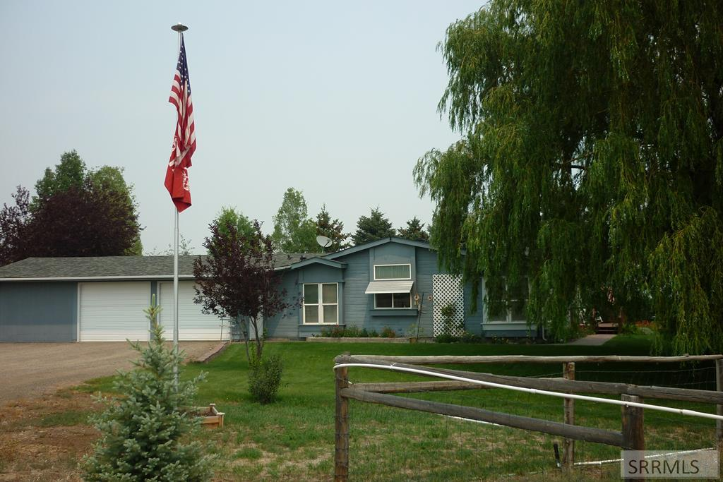 2491 Challis Creek Road Property Photo