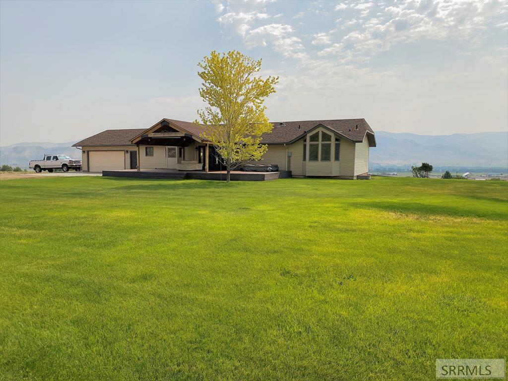 1029 Challis Creek Road Property Photo
