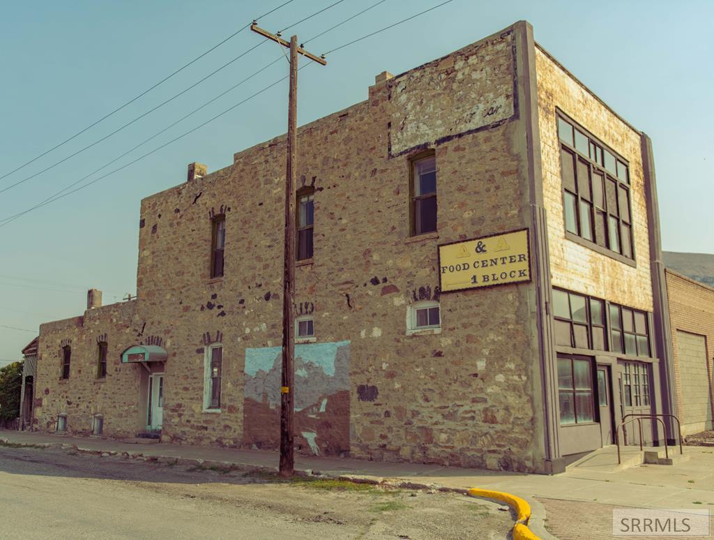 160 W Grand Avenue Property Photo